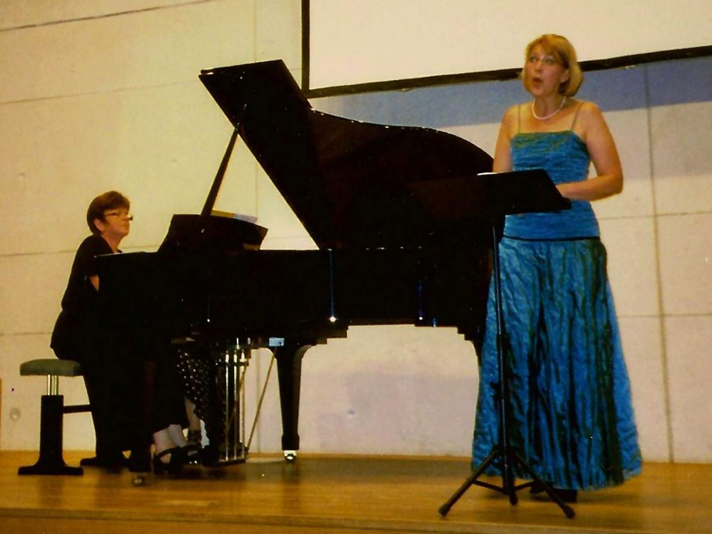 Konzertauftritt-2011-Angelika-und-Inna